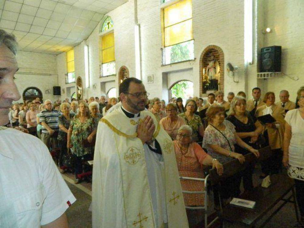 La Parroquia San Antonio de Padua inauguró un nuevo retablo ante cientos de fieles