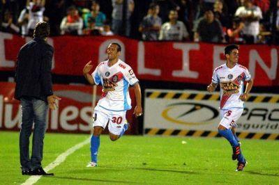 En una ráfaga, Arsenal lo dio vuelta y goleó a Newell´s en Rosario