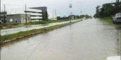 Una intensa lluvia aneg� unos cuantos barrios de la Capital