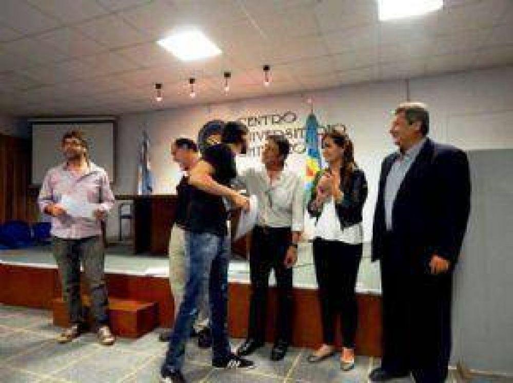 Entrega de diplomas a egresados de la UTN en el Centro Universitario