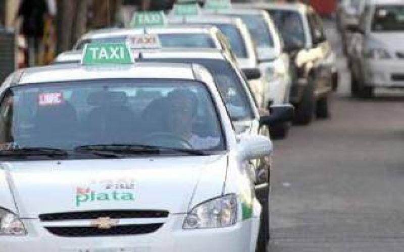 La Plata: Taxistas amenazan con paro si no aumentan las tarifas
