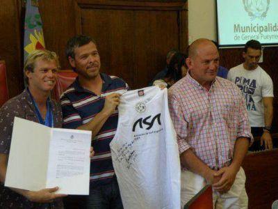 Reconocimiento a Lele Usuna y al Equipo Argentino de Surf