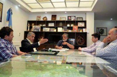 Córdoba se reunió con representantes de autobuses Caleta Olivia