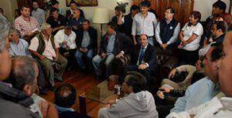 Estatales tucumanos recibirán un bono navideño de $1750