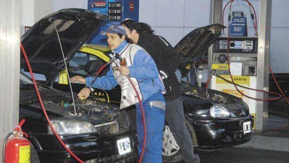 Taxistas y remiseros piden que se les cobre un tributo a los empresarios del GNC