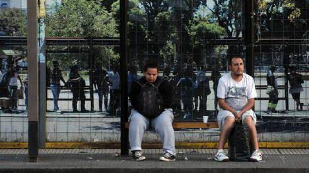 El paro del transporte se sintió con fuerza y amenazan con una huelga general