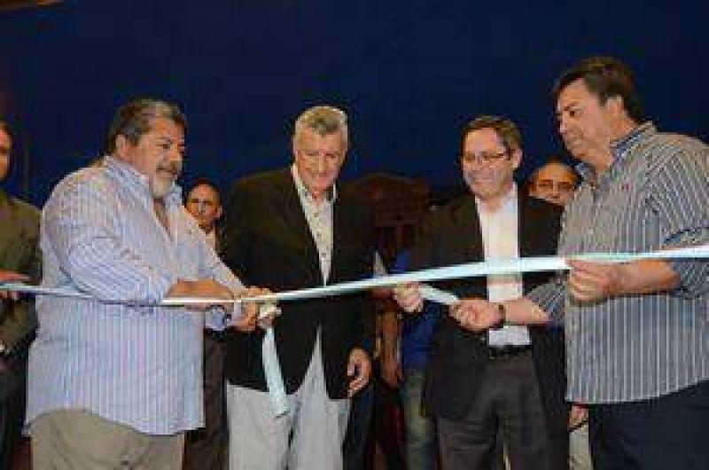 La UOCRA inaugur� su primer centro m�dico