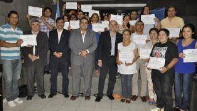 Más de 300 docentes y no docentes participaron de capacitación de la universidad en Valle Viejo