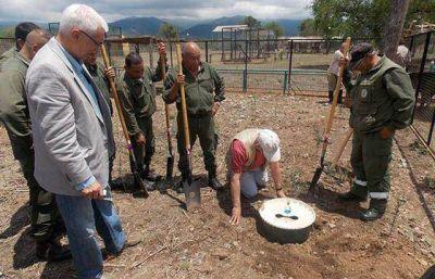 Capacitan a guardaparques en plantación de árboles en zonas áridas y semiáridas