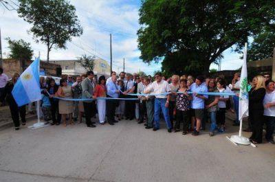 Poggi inauguró 13 cuadras de pavimento en el barrio Belgrano Norte