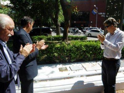 Descubrieron una placa en honor a Beatriz Arza, a un año de su fallecimiento
