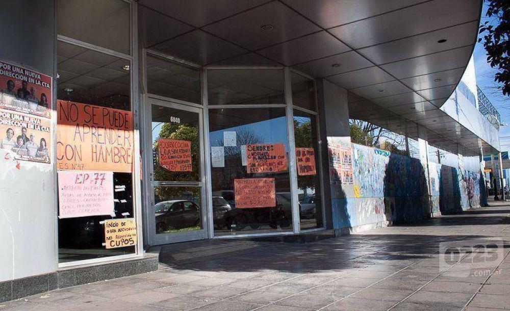 Administrativos del Consejo Escolar reclaman un compensatorio de $900