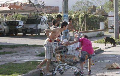 Vecinos se arman ante los rumores de saqueos en C�rdoba