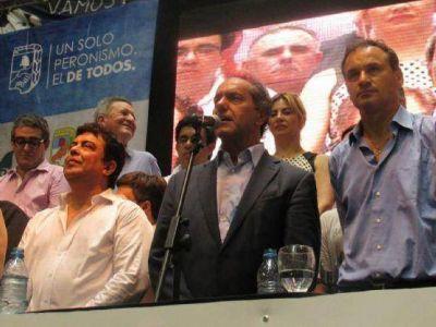 Scioli, Espinoza y Bruera cerraron el Encuentro provincial del PJ en el Pasaje Dardo Rocha