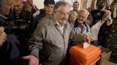Uruguay define a su próximo presidente en el ballottage