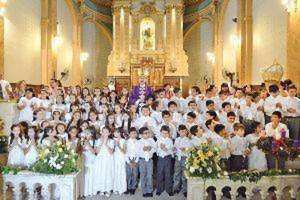 Más de 60 niños hicieron la primera comunión en la Catedral Basílica