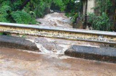 Un camión cayó a un afluente del Vicario y los vecinos exigen el entubamiento del cauce