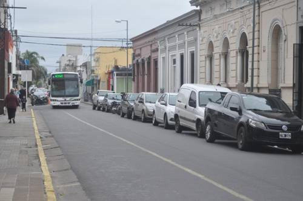 En corredores prioritarios, se estaciona en la izquierda
