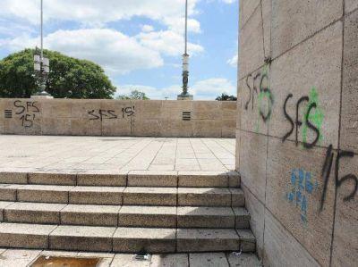 Recuperar el Monumento a la Bandera costará unos 100 mil pesos