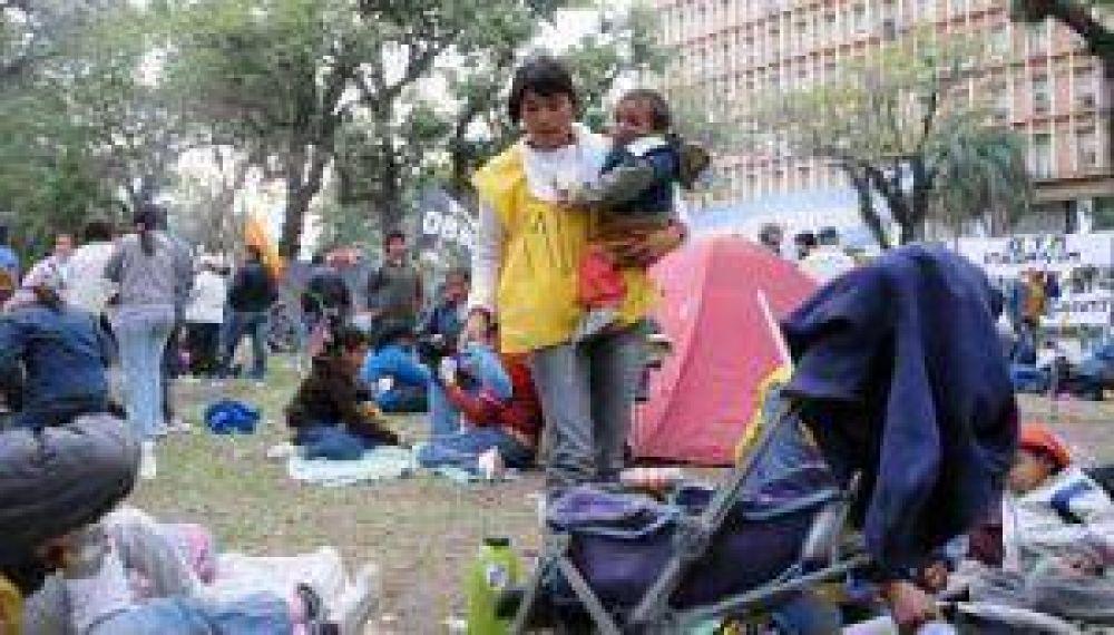 Grupos sociales presionaron ante la Casa de Gobierno