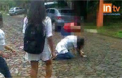 Brutal golpiza a una alumna del primer año de la Normal Nº 8