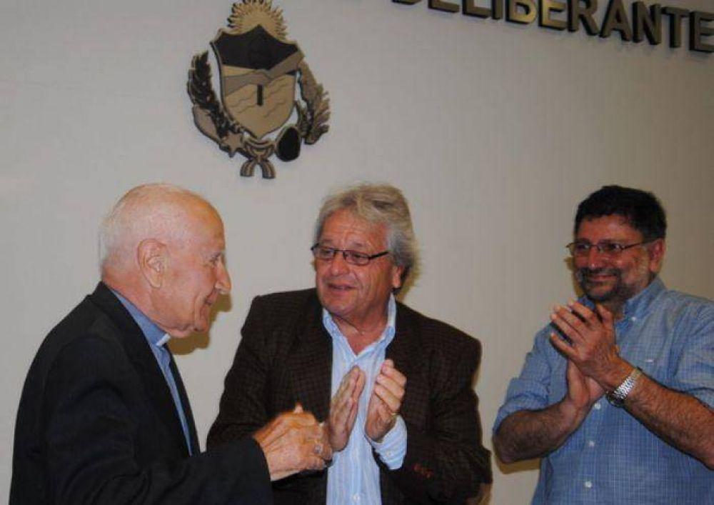 El Padre Hugo Segovia fue declarado Ciudadano Ilustre de General Alvarado en un emocionante acto