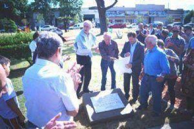 Emoción, recuerdos y festejos en la inauguración de la remodelación de la plaza Mitre