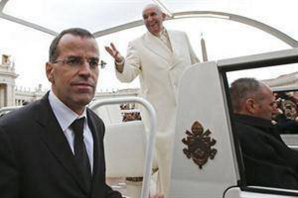 El Papa releva al jefe de la Guardia Suiza por autoritario
