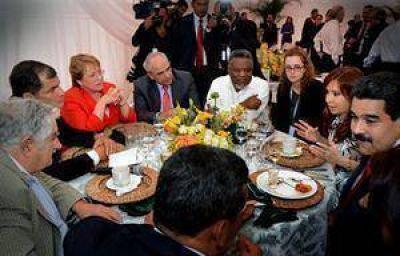 En Ecuador, la Presidenta logró un nuevo respaldo regional en la disputa con los fondos buitre