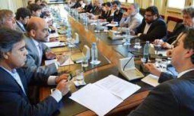 Juntas, Nación y provincias buscan revertir la crisis olivícola