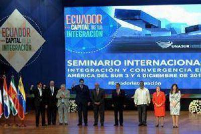 Con la mira en los buitres, Cristina participa en Quito de la inauguración de la sede de Unasur