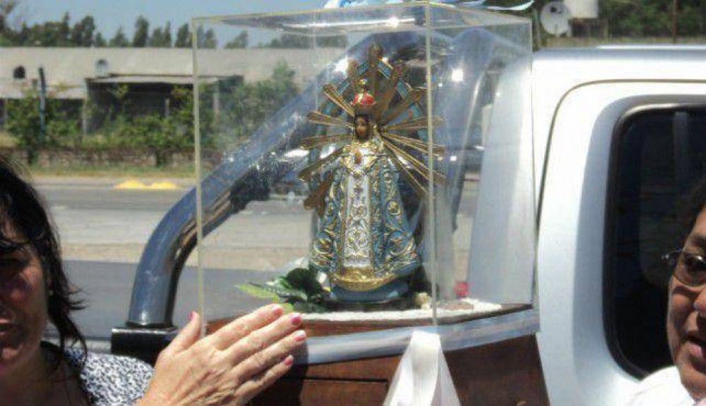 Llegó la imagen de la Virgen bendecida por el Papa