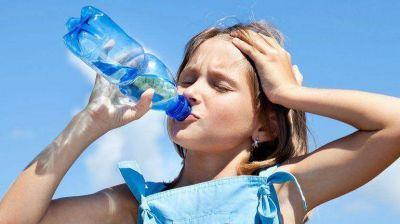 El calor y los chicos: qué puede afectarlos