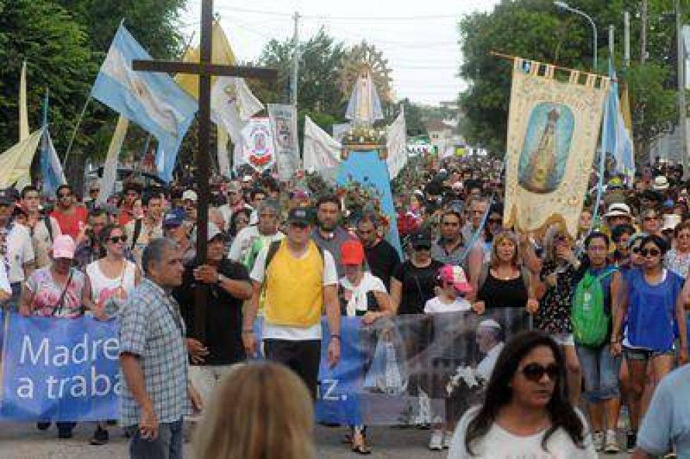 Multitudinaria peregrinación por la paz en la