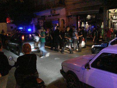 Dominicanos detenidos por estafas a comercios locales