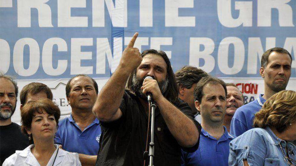 Docentes: habrá paros en dos provincias y Scioli convocó esta semana a los sindicatos