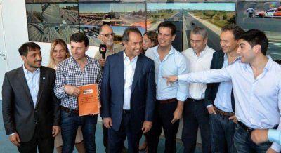 Facundo Moyano se mostr� con Scioli en una inauguraci�n de la provincia