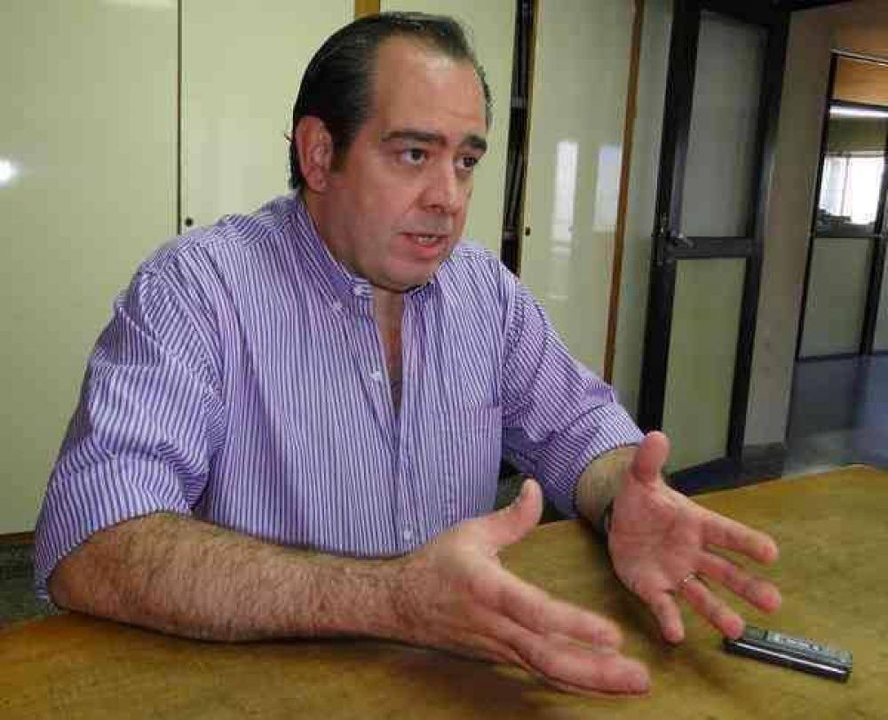 Juan Eduardo Sáenz se prueba el traje de precandidato a Intendente Municipal