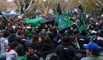 Los hinchas de San Martín festejaron en ascenso en la Plaza 25
