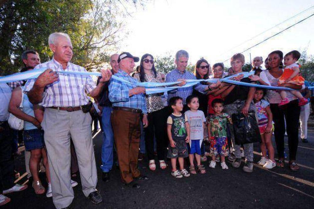 Poggi inauguró 25 cuadras de pavimento en Los Cajones