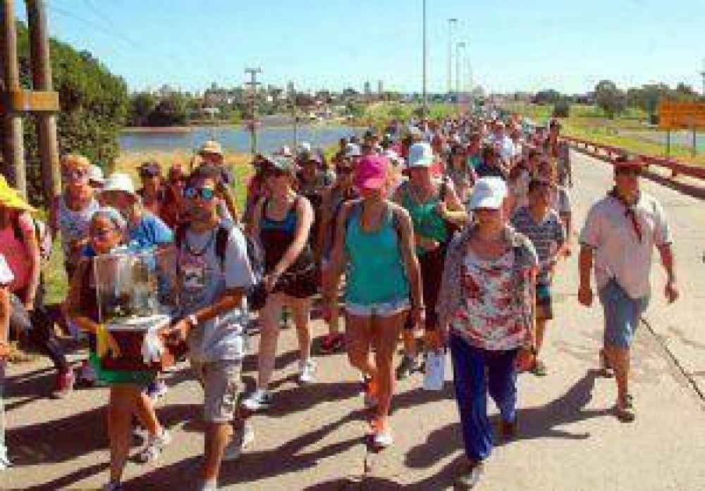 Más de 400 personas veneraron a la Virgen hasta Costa Bonita