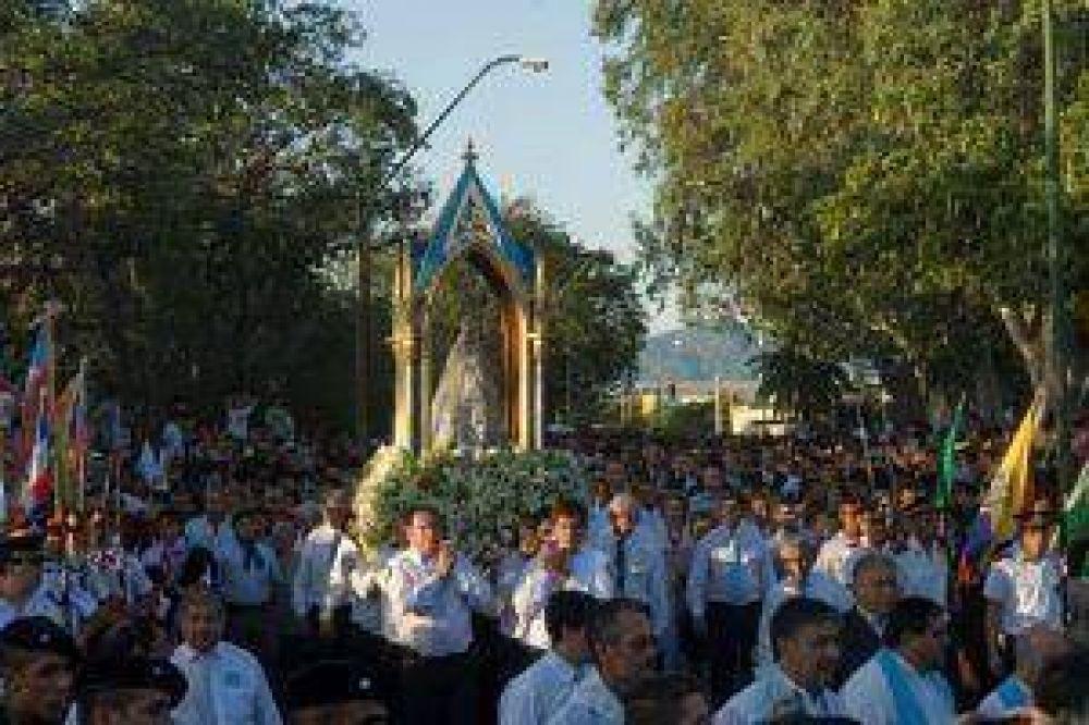 Miles de fieles caminaron con la Madre del Valle en la procesión