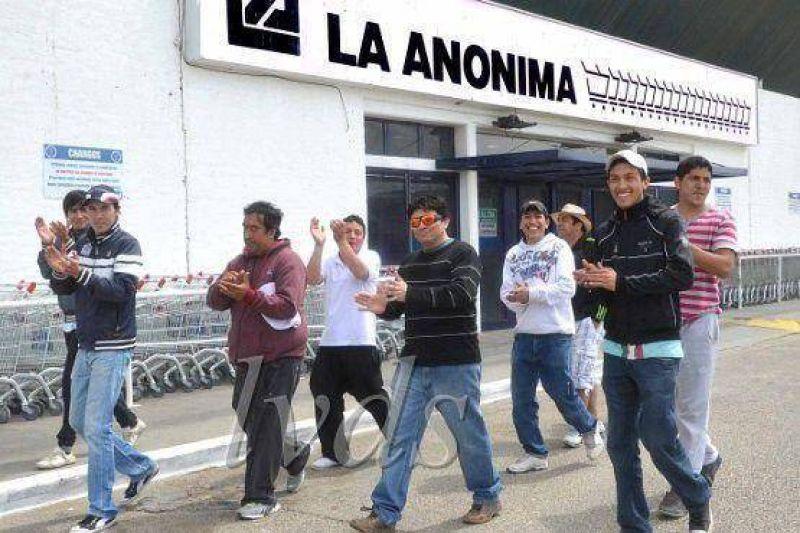 Termin� el paro de trabajadores de La An�nima en Caleta.