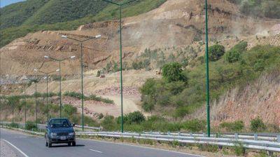 Denuncian a Cerámica Alberdi por daño al ambiente y la salud