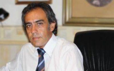En absoluto silencio, Guzmán reasumió a la intendencia de Escobar