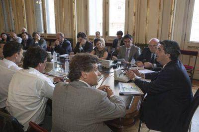 El Jefe de Gabinete se reunió con Pulti, ministros, funcionarios y gremios de la Pesca