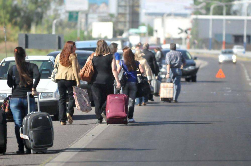 Trabajadores del Iscamen bloquean la entrada al aeropuerto