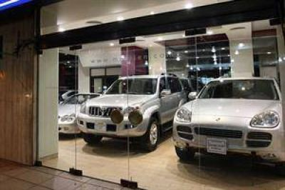 Por la devaluación, la inflación y los impuestos, subieron 50% los autos
