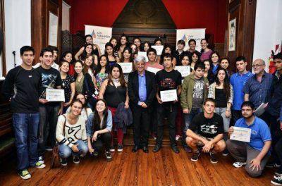 Andreotti entregó certificados a 150 chicos que cumplieron pasantías en oficinas municipales