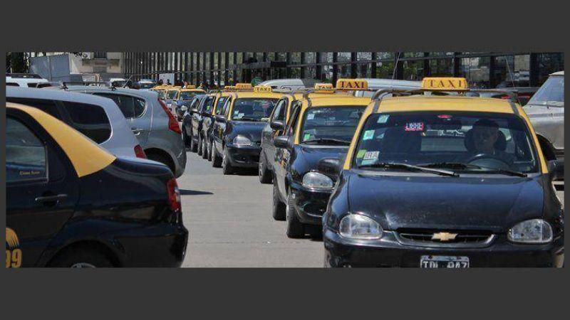 Taxistas evaluarán si realizan o no un paro en Navidad